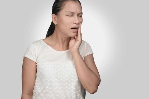 Đau hàm có thể là dấu hiệu của nhồi máu cơ tim ở nữ giới.