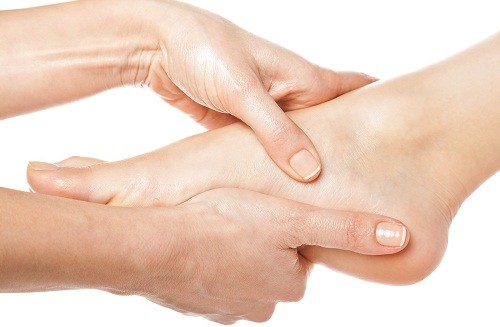 Khi cơn đau dữ dội đã giảm bớt, người bệnh vẫn cảm thấy khó chịu ở các khớp bị ảnh hưởng trong một thời gian dài.