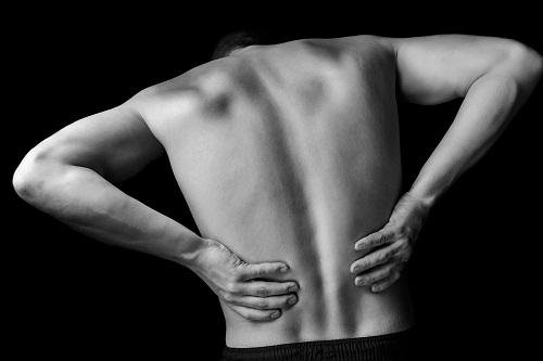 Nam giới bị sỏi thận có thể trải qua những cơn đau đáng kể.