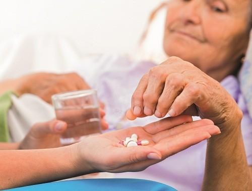 Căn cứ vào tình trạng cụ thể, người bị đau thần kinh tọa có thể được điều trị bằng thuốc, vật lý trị liệu hoặc phẫu thuật...