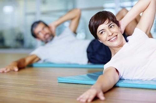 Tập thể dục và giảm cân giúp giảm tác động của tình trạng đổ mồ hôi trong thời kỳ mãn kinh.