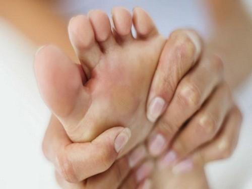 Nhiều người bị bệnh gút cho biết họ thường có cảm giác ngứa ran ở các ngón chân bị ảnh hưởng trước khi cơn đau gút xuất hiện.