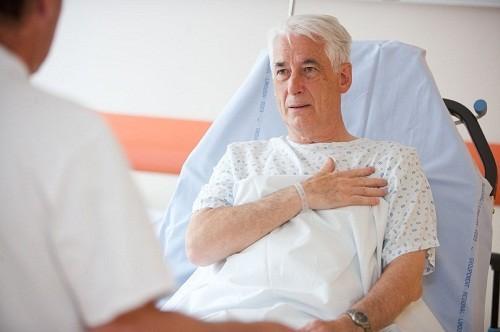Nếu bị khó thở kèm theo các triệu chứng như đau ngực, tim đập nhanh, sốt... cần gọi cấp cứu ngay.