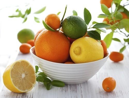 Cà chua và các loại trái cây họ cam quýt cung cấp rất nhiều loại vitamin và khoáng chất có lợi cho sức khỏe, nhưng cũng có thể gây ra chứng ợ nóng và khó tiêu.