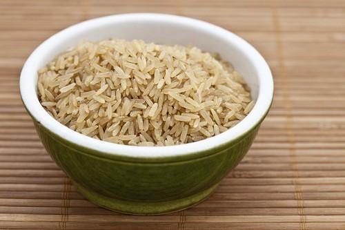 Gạo nâu có chứa nhiều phytates, một chất có thể ảnh hưởng tới khả năng hấp thụ chất sắt của cơ thể.