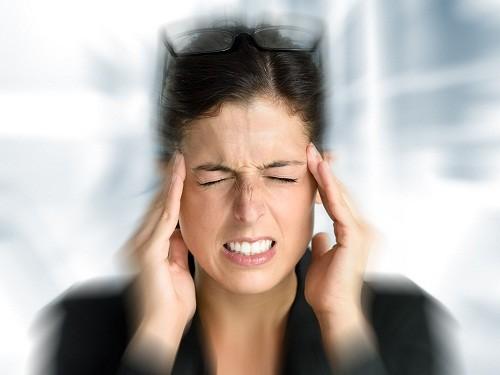 Đau nửa đầu là một bệnh hay tái phát với triệu chứng đặc trưng là đau nhói ở một bên đầu kèm theo buồn nôn và ói mửa.
