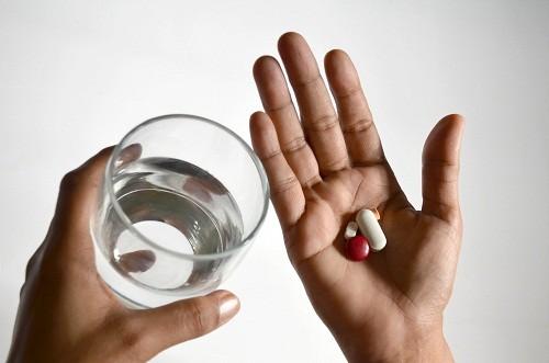 Lượng đường trong máu thấp dẫn tới ngất xỉu có thể do ảnh hưởng của loại thuốc điều trị tiểu đường mà người bệnh đang sử dụng.