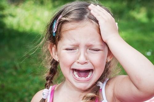 Đau đầu dạng chuỗi thường bắt đầu sau năm trẻ 10 tuổi.