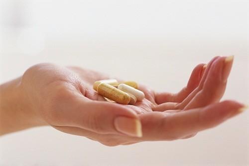 Một số loại thuốc điều trị bệnh có thể góp phần vào sự phát triển của bệnh loãng xương.