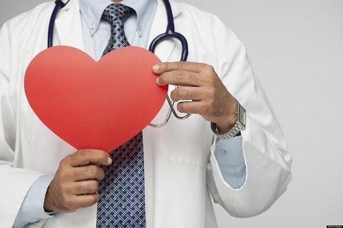 Suy tim là trạng thái bệnh lý trong đó cơ tim mất khả năng cung cấp máu theo nhu cầu cơ thể, lúc đầu khi gắng sức sai đó là cả khi nghỉ ngơi.