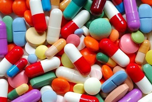 Thuốc là những chất dưới dạng đơn chất hoặc hỗn hợp có nguồn gốc rõ ràng, được dùng để để chẩn đoán, phòng và chữa bệnh.