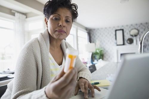 Với thuốc không cần đơn nên tìm hiểu các thành phần hoạt chất để biết có tác dụng phụ hay không.