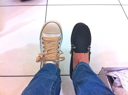 Để ngăn chặn các biến chứng ở chân, người bệnh tiểu đường nên chọn giày hợp lý, thoải mái.