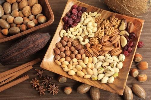 Chất xơ trong các loại hạt cây có thể giúp giảm cholesterol và triệu chứng tiểu đường.