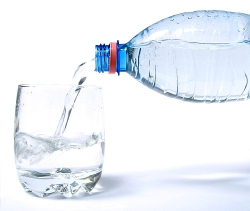 Mỗi người trưởng thành cần uống 2,5 lít chất lỏng mỗi ngày.