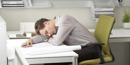 Giấc ngủ trưa giúp tái tạo lại năng lượng, cải thiện trí nhớ, làm tăng khả năng sáng tạo.