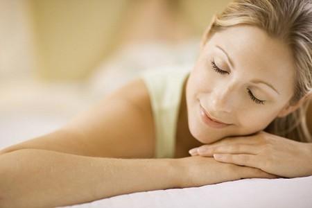 Ngủ trưa giúp làm giảm huyết áp lưu động 24 giờ, giảm tổn thương ở động mạch và tim, hạn chế việc sử dụng thuốc hạ áp.