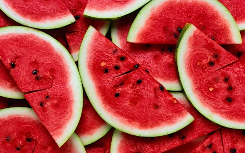 Dưa hấu tươi chứa nhiều vitamin A, vitamin C và kali.