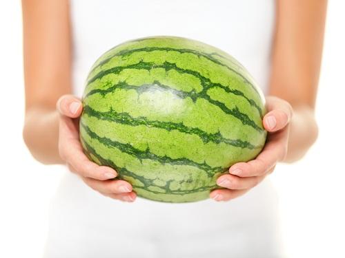 Ăn dưa hấu có thể giúp làm giảm chứng ợ nóng mà nhiều chị em có thể gặp trong giai đoạn mang thai.