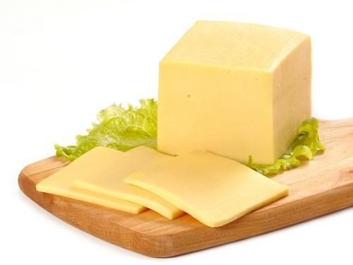 Thực phẩm giúp ngăn ngừa sâu răng được đề cập đến đầu tiên là pho mát.