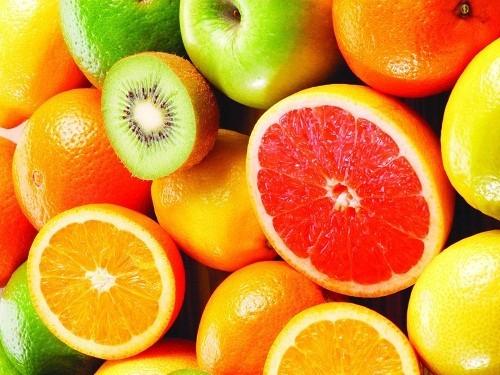 Các loại trái cây có tính axit như cà chua, dứa, chanh, cam và bưởi có thể kích thích bàng quang, khiến triệu chứng viêm đường tiết niệu nghiêm trọng hơn.