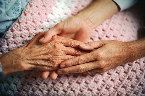 Giai đoạn thứ ba, cũng được biết đến như là giai đoạn cuối Alzheimer, là nghiêm trọng nhất.
