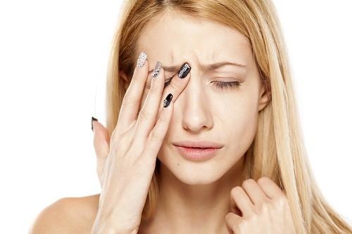 Viêm khớp dạng thấp thường dẫn đến khô mắt.