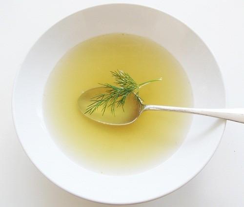 Súp, nước canh là những loại thức ăn mà người bệnh có thể ăn an toàn mà không gây nôn mửa, kích thích sự thèm ăn.