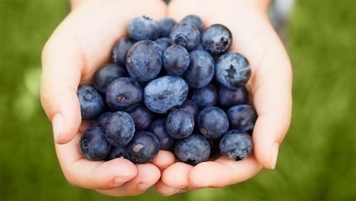 Quả việt quất rất giàu các hợp chất tự nhiên được gọi là flavonoid, có tác dụng làm giảm huyết áp.