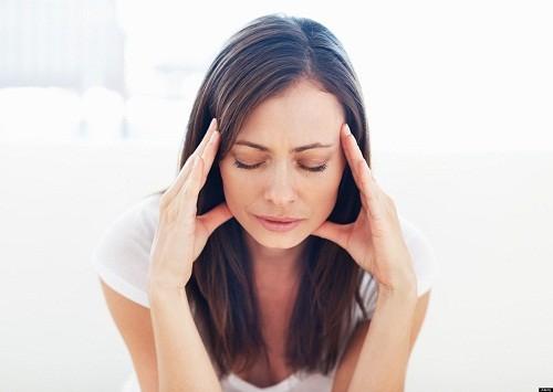 Chóng mặt khi ngủ dậy có thể là là chóng mặt tư thế do huyết áp tăng hoặc tụt huyết áp tư thế, cũng có khi do hạ đường huyết.