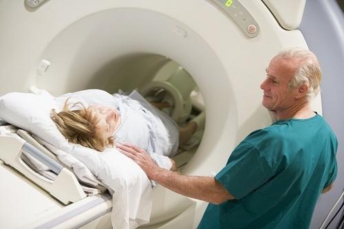 Chụp CT không gây đau và chỉ mất một vài phút.
