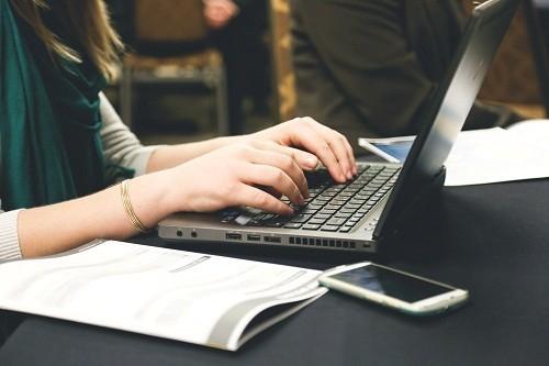 """""""Đặt lịch khám online ở bệnh viện nào"""" là thắc mắc chung của nhiều người hiện nay khi có nhu cầu đặt lịch hẹn khám trước."""