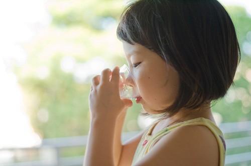 Khát nước, đi tiểu nhiều là một trong những dấu hiệu có thể gặp của bệnh tiểu đường loại 1.