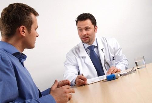 Việc điều trị tiểu ra máu nhằm vào các nguyên nhân gây ra hiện tượng này.