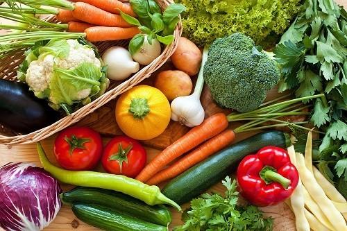 Chất xơ từ các loại trái cây, rau củ và ngũ cốc nguyên hạt có thể cải thiện chức năng đường ruột và giúp giảm nguy cơ bệnh tim