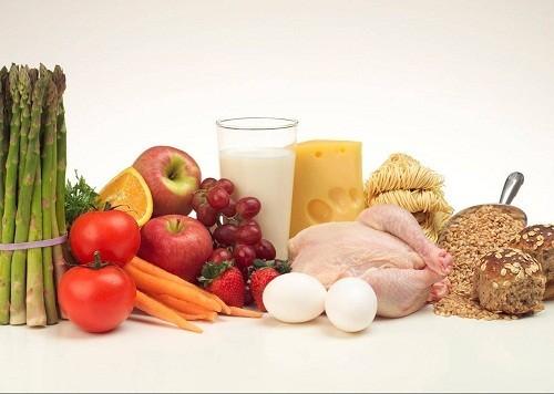 Người bị huyết áp thấp nên lựa chọn các loại thực phẩm như ngũ cốc nguyên hạt, trái cây, rau, thịt gia cầm bỏ da và cá.
