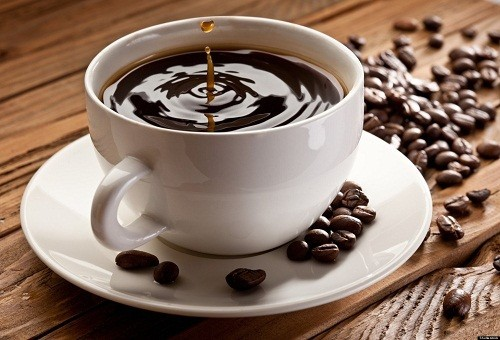 Bác sĩ cũng có thể khuyên nên uống cà phê có chứa caffein hoặc trà trong bữa ăn để tạm thời làm tăng huyết áp