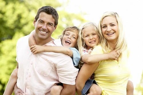 Các nghiên cứu cho thấy, cơ địa dị ứng có tính chất di truyền rõ rệt, nếu cả bố và mẹ đều có cơ địa dị ứng thì các con của họ sẽ có 75% nguy cơ bị dị ứng.