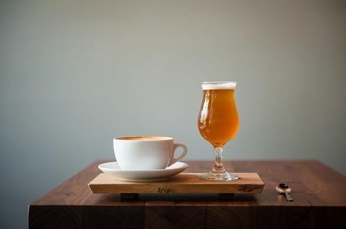 Không sử dụng các chất kích thích như cà phê, trà, rượu, bia... trước khi đi ngủ vào buổi tối.