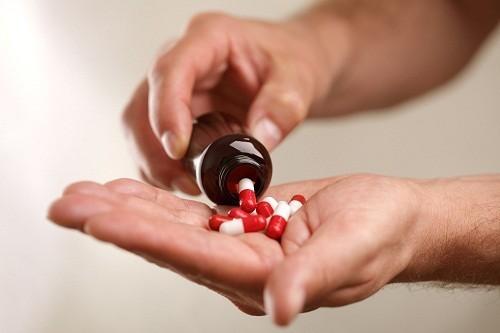 Sau khi đã bị nhồi máu cơ tim, sử dụng thuốc hạ cholesterol như statin có thể làm giảm đáng kể nguy cơ có một cơn nhồi máu cơ tim khác.