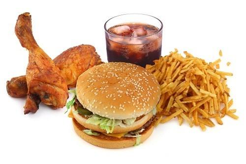 Lượng chất béo bão hòa mà cơ thể hấp thụ từ ăn uống  tương quan với sự tiến triển của mảng bám tích tụ trong động mạch, có thể kéo theo nguy cơ nhồi máu cơ tim và đột quỵ.