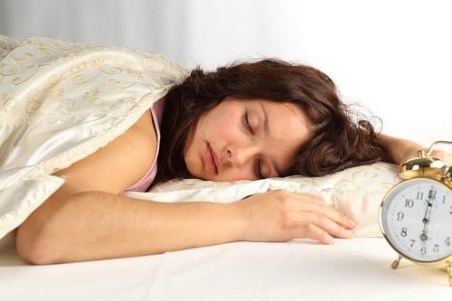 Trước khi đi, nên giữ cho tinh thần thoải mái, tránh mệt mỏi, tránh để mất ngủ, nên ngủ sớm.