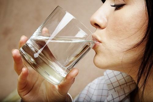 Hay khát nước và đi tiểu nhiều là những triệu chứng bệnh tiểu đường điển hình.