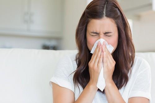 Các triệu chứng của polyp mũi tương tự như triệu chứng của viêm mũi, viêm xoang hoặc cảm cúm... nên người bệnh thường không nhận biết được.