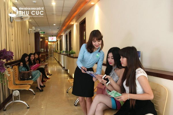 Tại bệnh viện Thu Cúc, người bệnh sẽ được đội ngũ nhân viên tiếp đón chu đáo chỉ dẫn nhiệt tình khiến bạn hài lòng nhất.