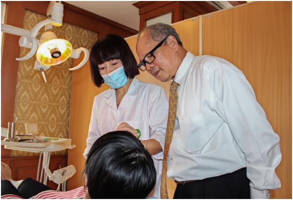 Tới thăm khám và điều trị bệnh răng miệng tại khoa Răng hàm mặt - Bệnh viện Thu Cúc, khách hàng sẽ được đội ngũ bác sĩ giỏi trực tiếp thăm khám và tư vấn điều trị bệnh hiệu quả.