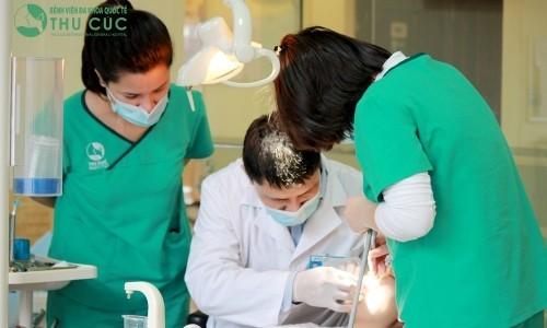 Người bệnh viêm lợi cần đến bệnh viện uy tín để được các nha sĩ thăm khám và tư vấn điều trị hiệu quả.