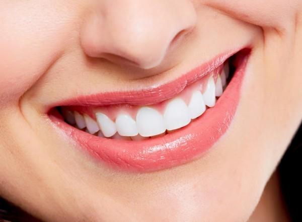 Với phương pháp bọc răng bằng công nghệ dán mặt sứ trên bề mặt răng tại Thu Cúc, khách hàng sẽ nhanh chóng có được hàm răng sáng bóng cho nụ cười thêm phần quyến rũ.