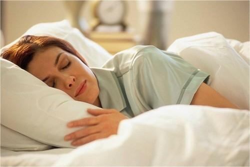 Ngủ đủ giấc sẽ giúp người bệnh nhanh hồi phục sau khi mổ ruột thừa nội soi.