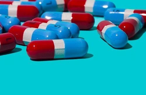 Người bệnh cần dùng thuốc giảm đau theo đúng hướng dẫn của bác sĩ.